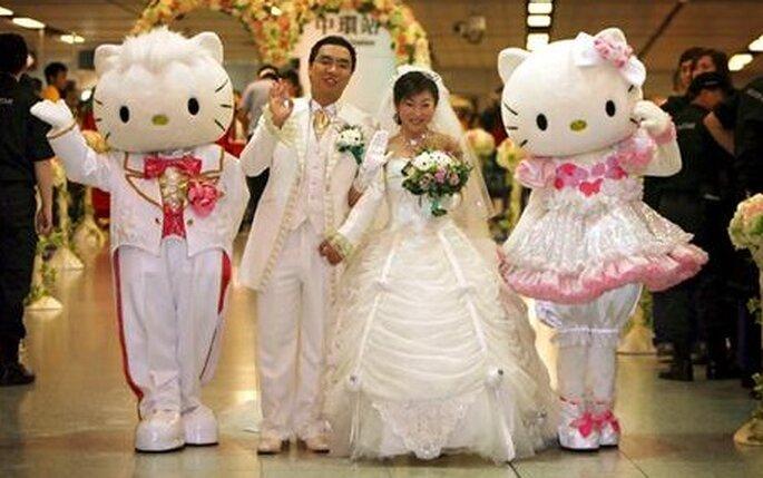 Les mariés en compagnie d'Hello Kitty