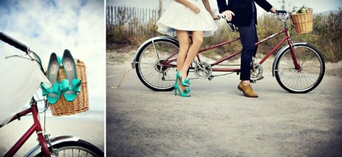 Robe de mariée courte et chaussures colorées : top chic ! - Photo : Millie Holloman