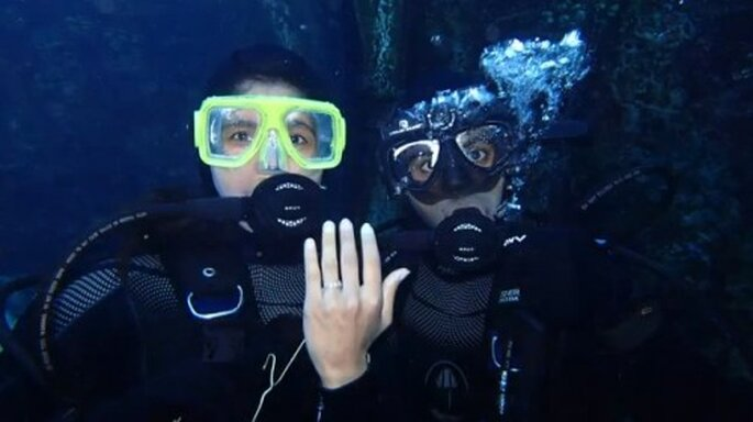 Romántica propuesta de matrimonio debajo del agua - Foto The Heart Bandits YouTube
