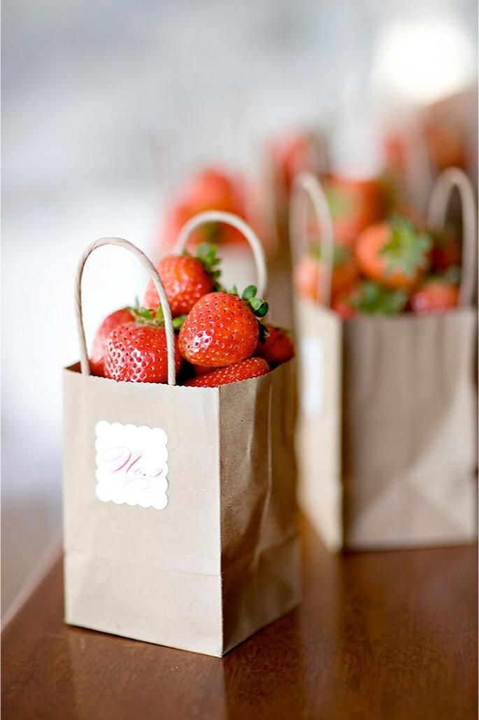 Bolsitas de fruta para una boda en verano - Foto Style Me Pretty