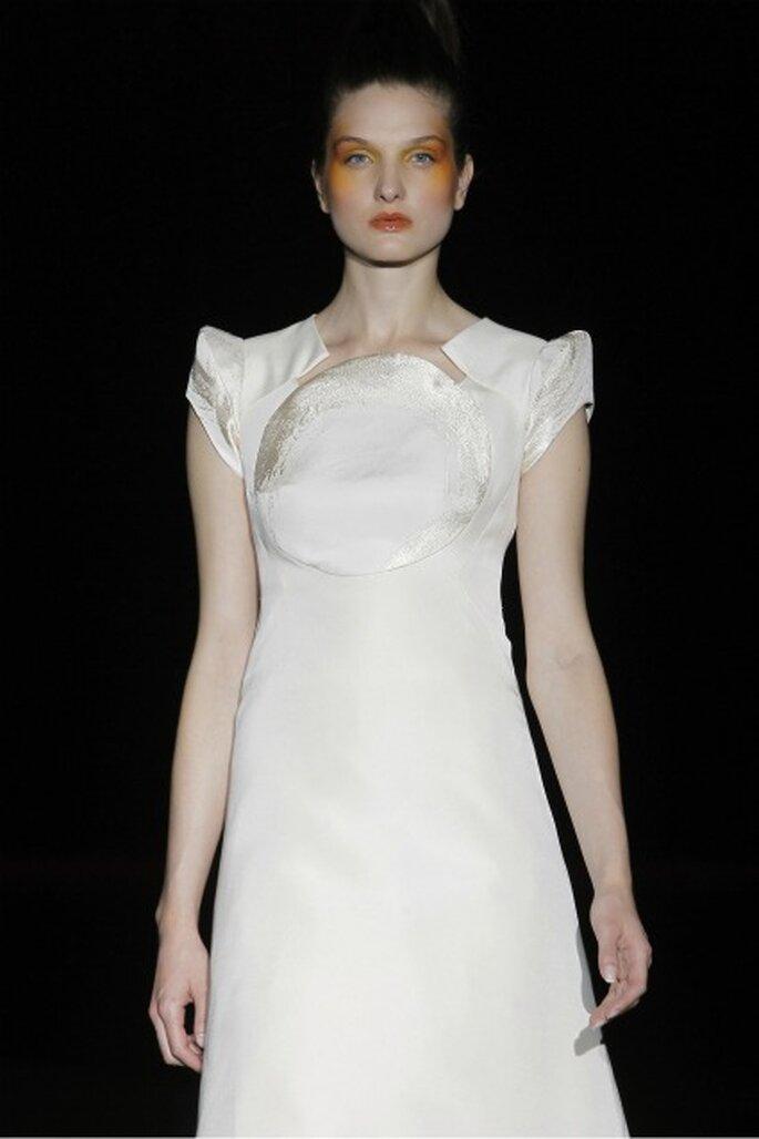 Miquel Suay nos propones una novia natural y sencilla para los vestidos de novia 2012 - Ugo Camera / Ifema