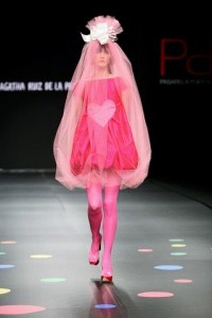 Vestido de novia rosa de Ágatha Ruiz de la Prada