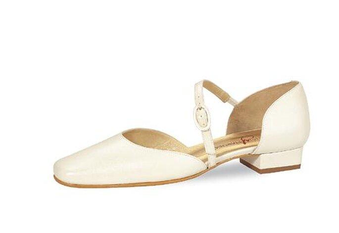 """Brautschuh von Elsa Coloured Shoes, Modell """"Amy"""". Bequemer niedriger Absatz."""