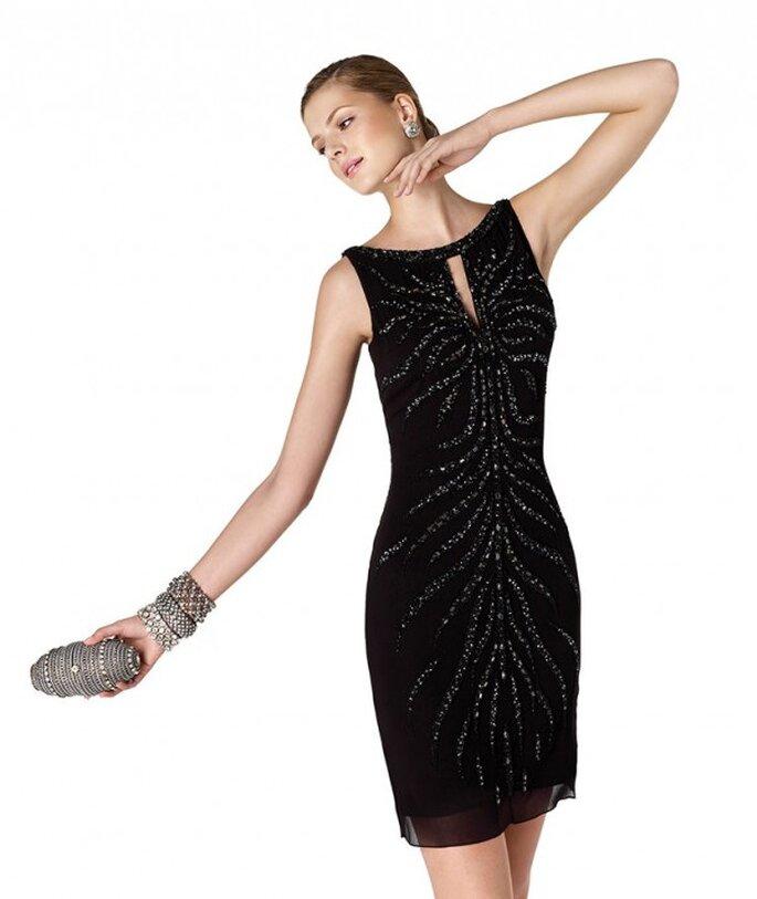 Vestido de fiesta para damas de boda en color negro con cuello ojal y apliques - Foto La Sposa