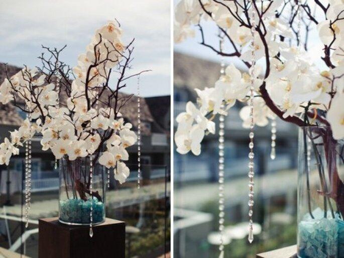 Centre de table avec fleurs blanches pour les mariages - Photo Denise Nicole