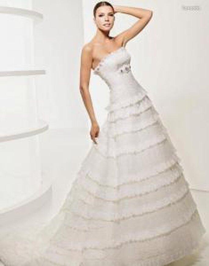 La Sposa 2010 - Lavanda, vestido largo en cascada, corte princesa, de líneas horizontales