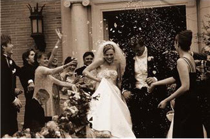Acclamation des mariés à leur sortie de l'église