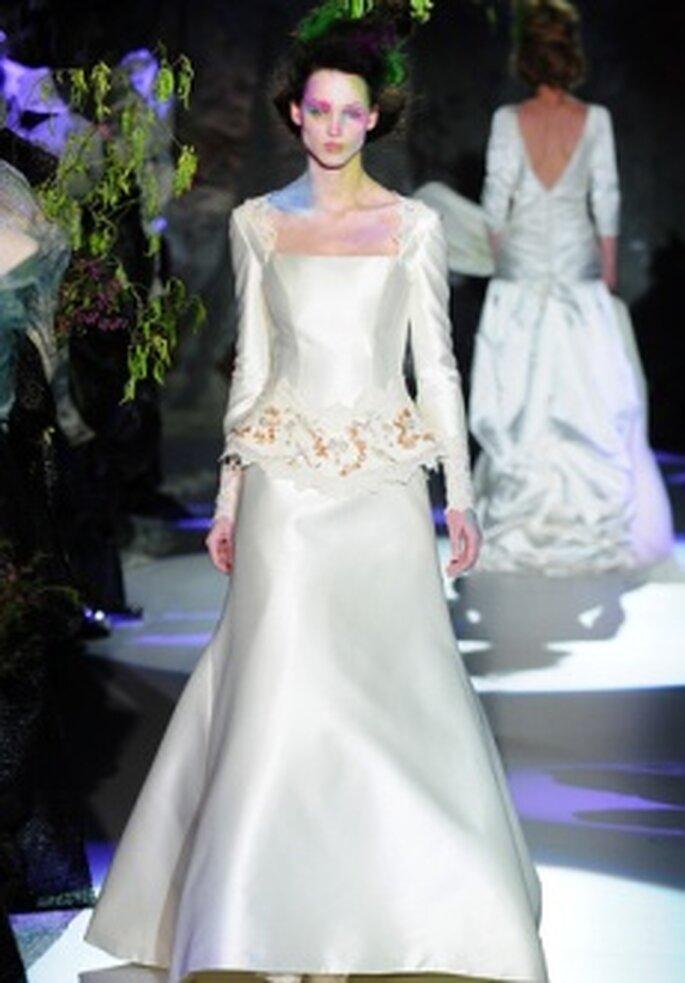 Colección de vestidos de novia de hombros cubiertos Raimon Bundó 2011