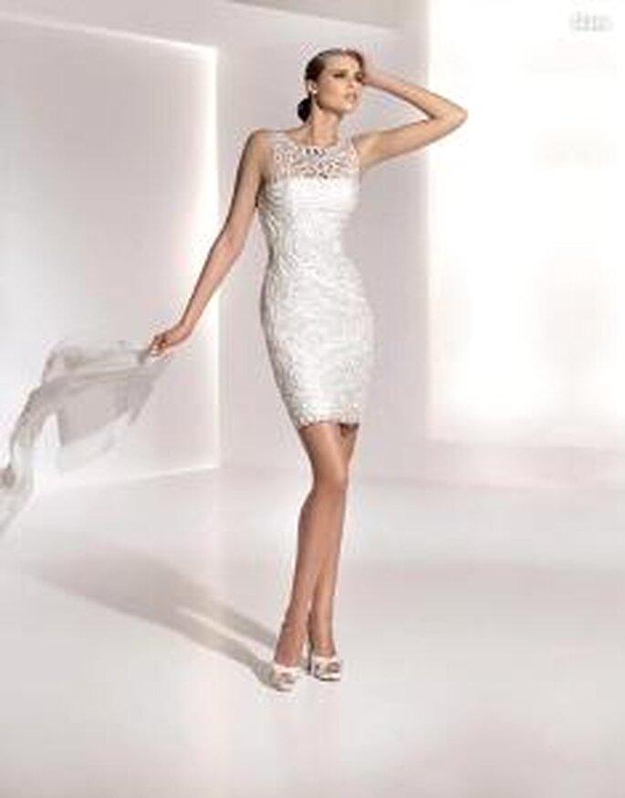 Pronovias 2010 - Glass, vestido corto tubo, con encaje en cuello, sin mangas