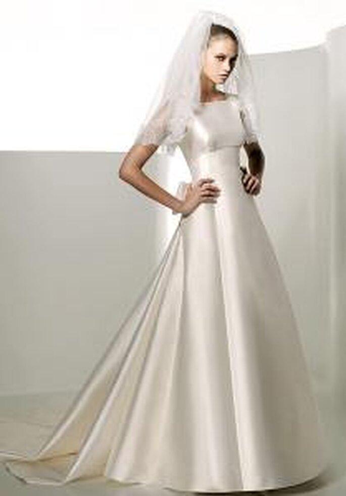 Valentino 2009 - Eridanus, robe longue coupe A, en satin