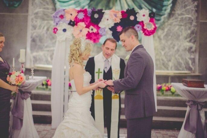 Decoraciones de papel para tu boda - Foto La Voie Photography