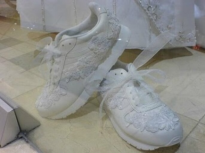 Zapatillas de novia con tul y bordados