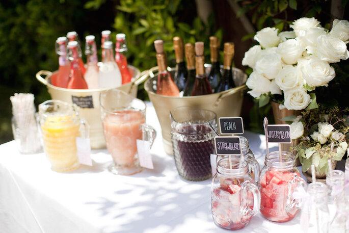 Barra de cocteles con alcohol para tu boda - LMarie Photo