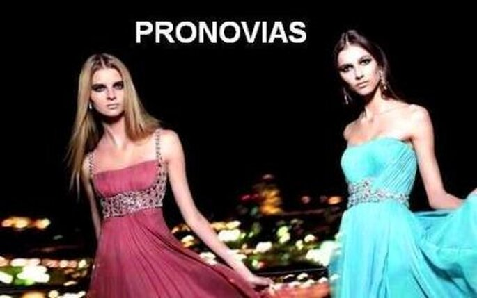 Colección de vestidos de fiesta de telas ligeras y vaporosas Pronovias 2010