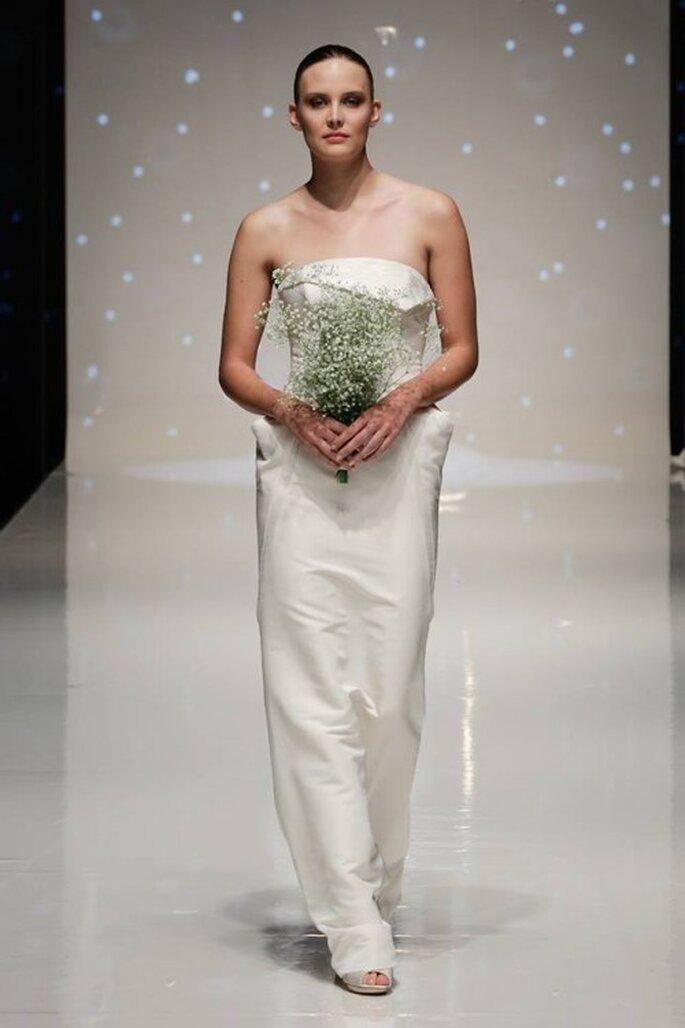 Vestido de novia 2014 en color blanco con escote strapless y silueta recta - Foto Elizabeth Stuart