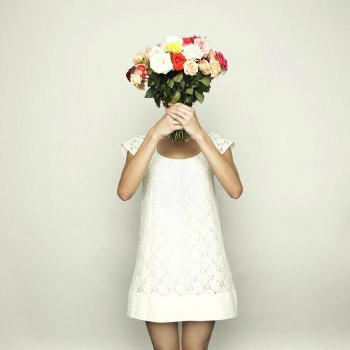 Kurzes Standesamtkleid in weiß - Foto: Shutterstock