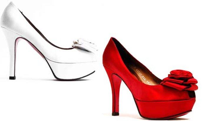 Zapatos con plataforma en blanco y rojo.
