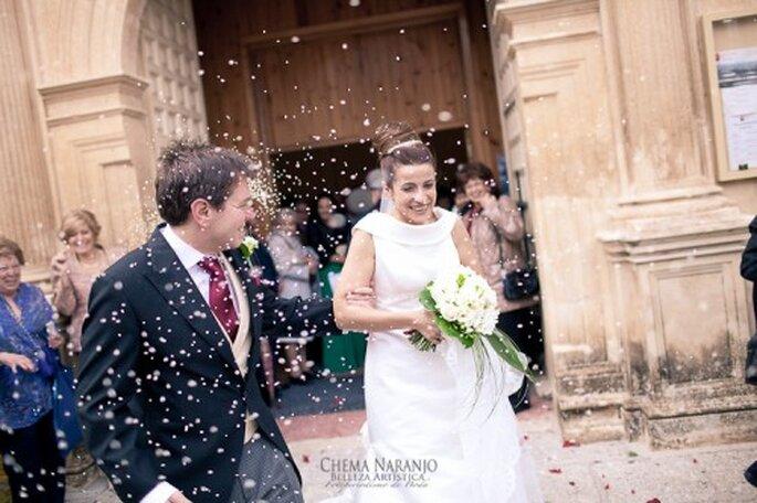 Ein hoher Dutt als Brautfrisur sieht edel und perfekt gestylt aus – Foto: chemanaranjo.com