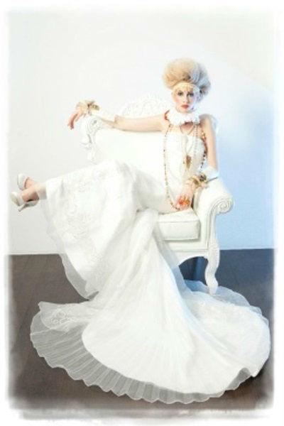 Beispiel: Brautkleider mit Stil, Foto: Beran BrautCouture.