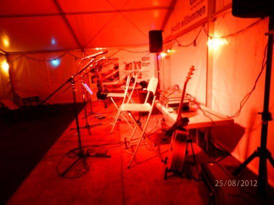 2-PLUGGED Bühne