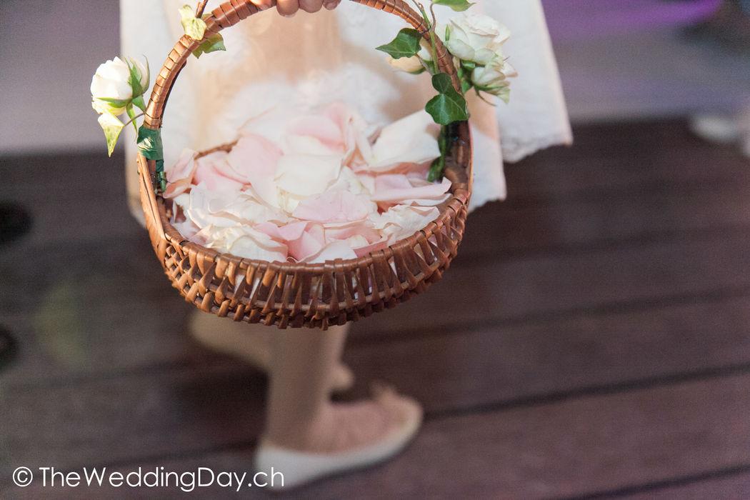 Blumenmädchen an der Zeremonie.