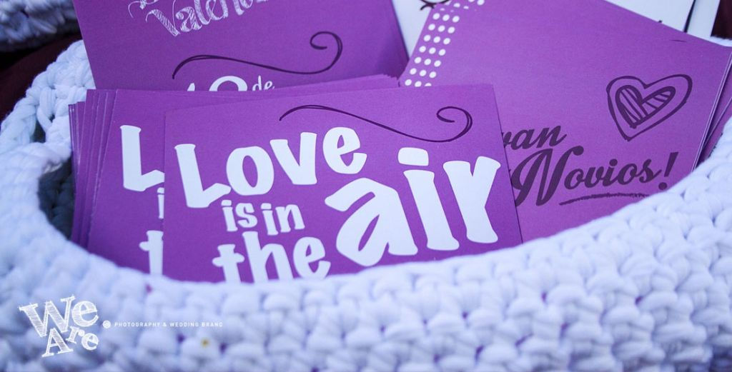 We Are. - invitaciones. Diseño de tarjetones para mesa de firma. Diseño, decoración y producción.
