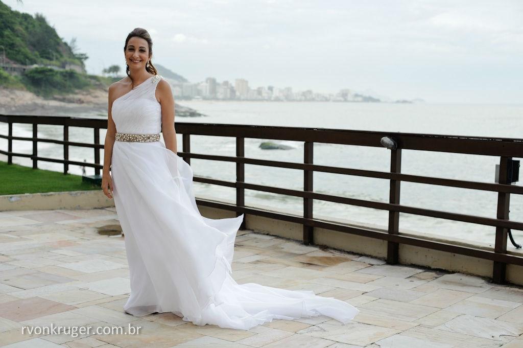 Magali Vieira Alta Costura. Noiva: Carolina Barbieri. Foto: Rogério Von Kruger