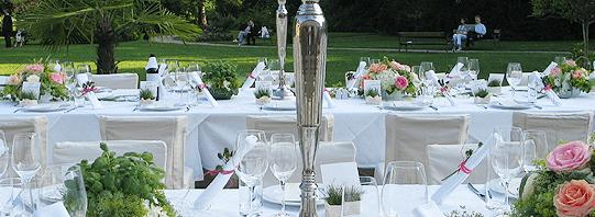 Beispiel: Der Tisch ist gedeckt, Foto: Adventure Catering.