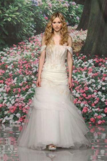Beispiel: Wunderschöne Brautkleider, Foto: Traum Braut.