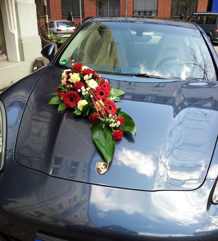 Beispiel: Autoschmuck, Foto: Blumen Reichert.
