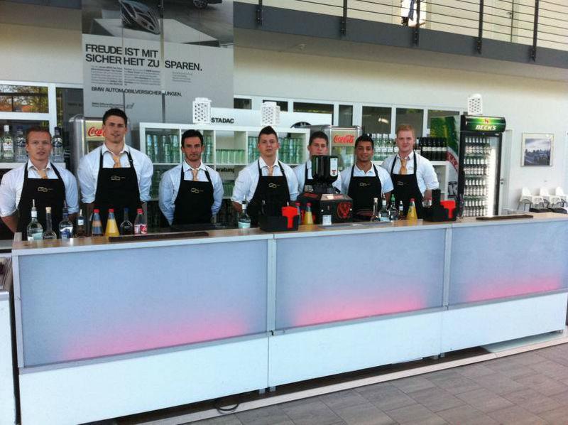 Beispiel: Das Bar-Team, Foto: Golden Catering.