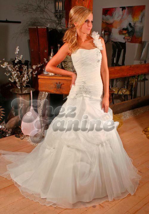 Beispiel: Wunderschöne Hochzeitskleider, Foto: Chez Janine.
