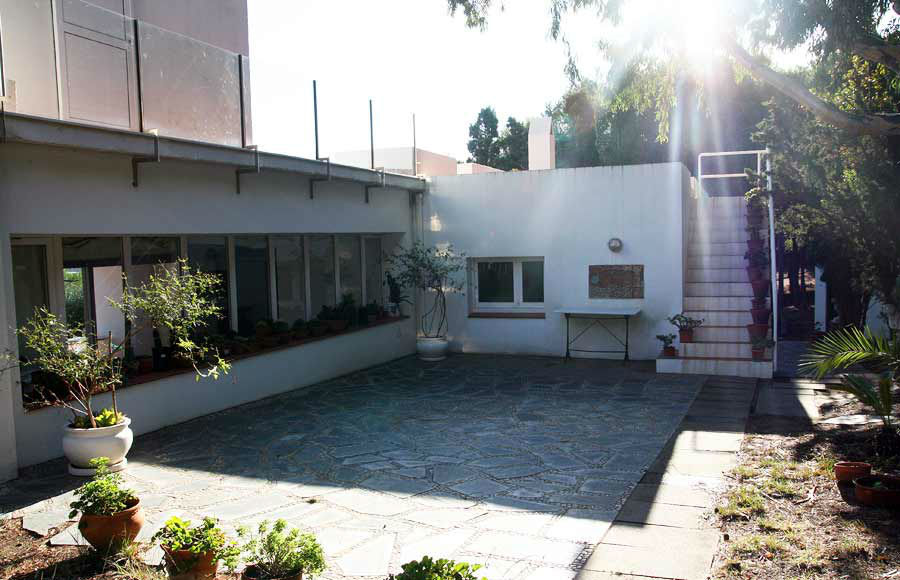 Por la parte de detrás de la casa se encuentra el segundo jardín