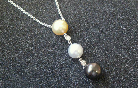 Beispiel: Kette mit Perlen, Foto: Loosli Schmuck.
