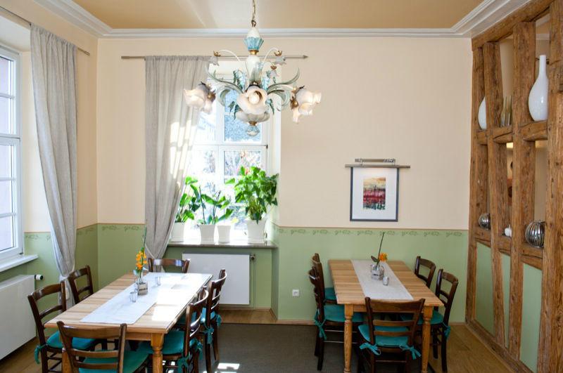 Beispiel: Restaurant, Foto: Weingut Kruger-Rumpf.