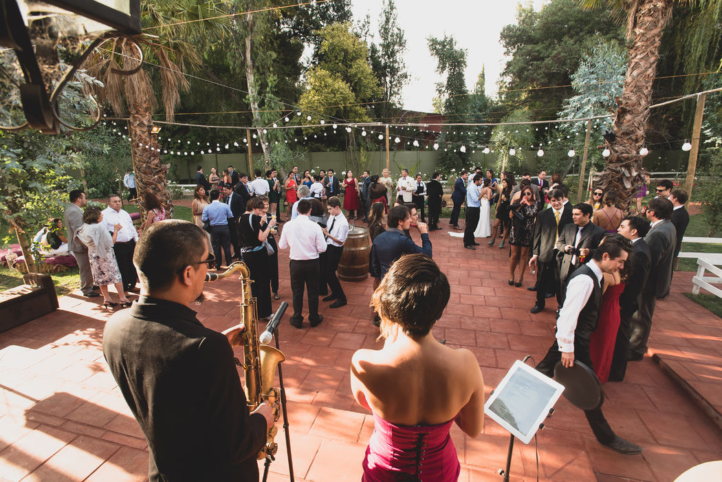 Cóctel de matrimonio en Casona Larrain - Saxo Voz