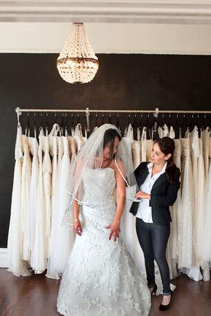 Asesoria en vestidos de novia y acompañamiento.