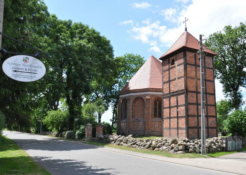Beispiel: Dorfkirche, Foto: Schloss Neuhausen.