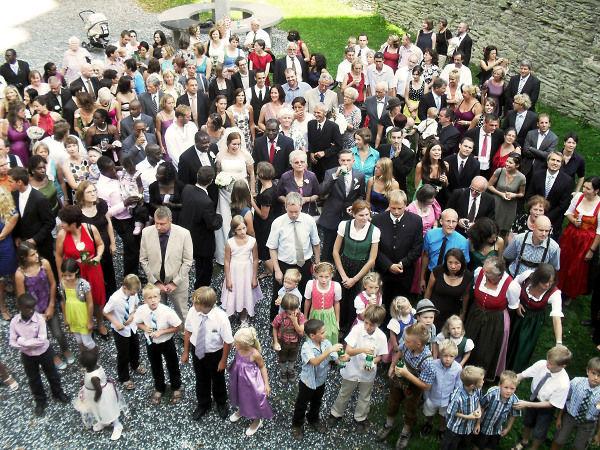 Beispiel: Hochzeitsgesellschaft, Foto: Friedensburg Schlaning.