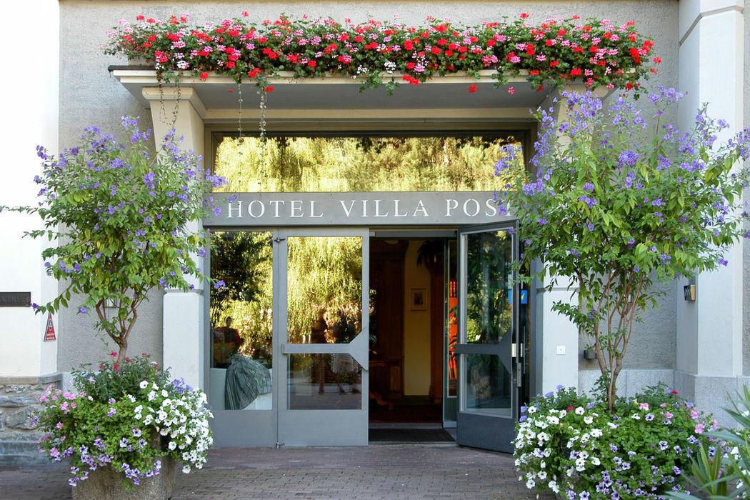 Beispiel: Hoteleingang, Foto: Hotel Villa Post.