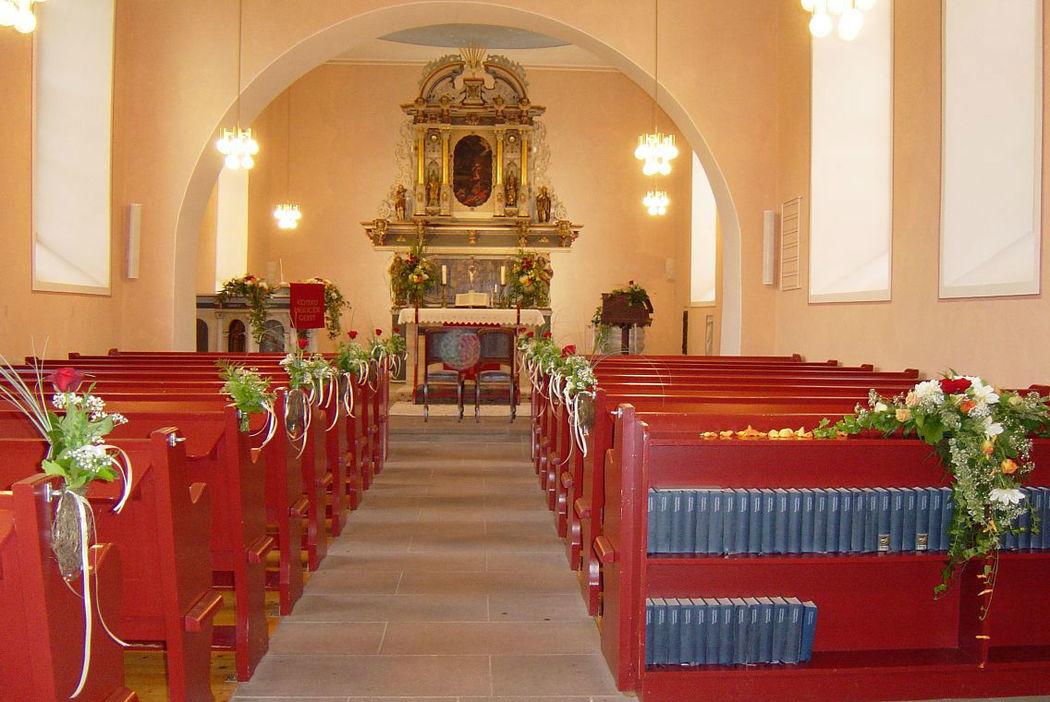 Beispiel: Kirchendekoration, Foto: FLORA NOVA im Hof.