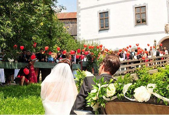 Beispiel: Hochzeit auf dem Schloss, Foto: Schloss Pertenstein.