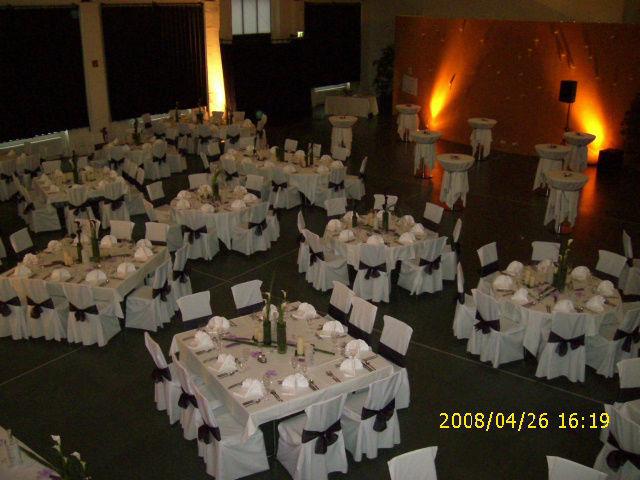 Beispiel: Hochzeitsgedeck, Foto: Reithalle Rastatt.