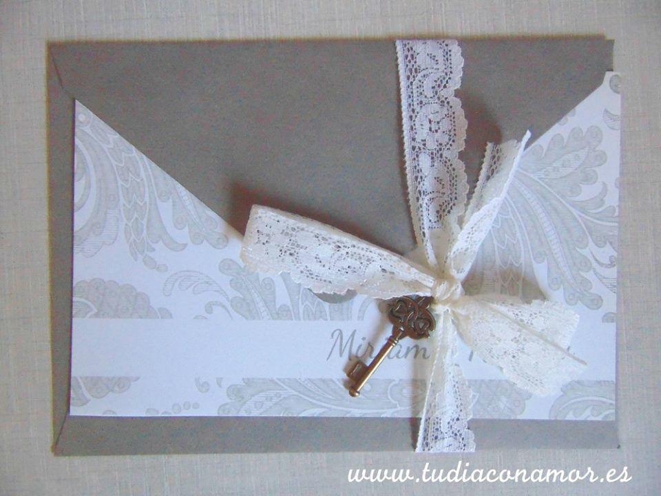 Tarjeta de boda clásica con puntilla