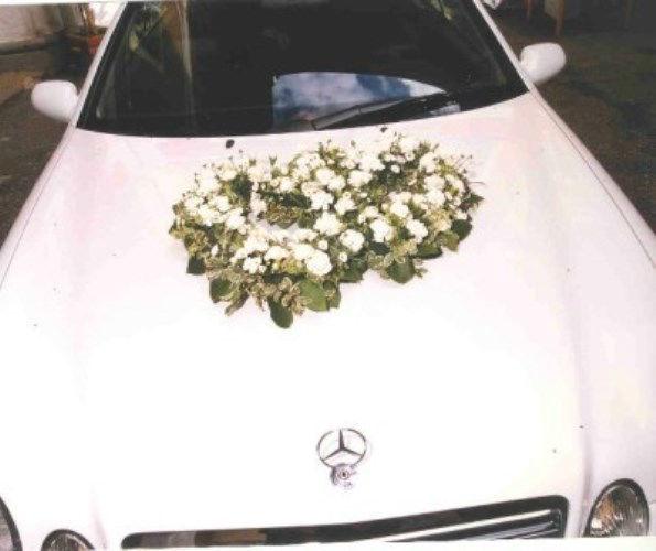 Beispiel: Autodekoration, Foto: Blumen Kleissner.