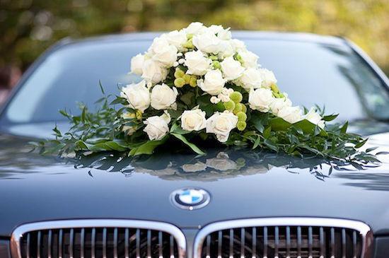 Beispiel: Dekoration für Ihr Hochzeitsauto, Foto: Elements - Floristik.