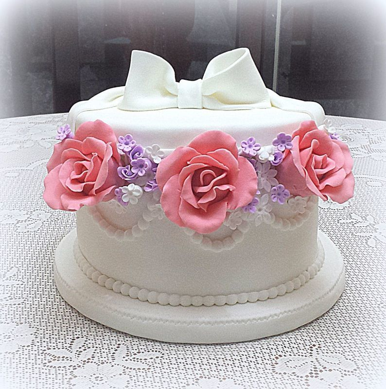 Torta caja de sombrero con rosas
