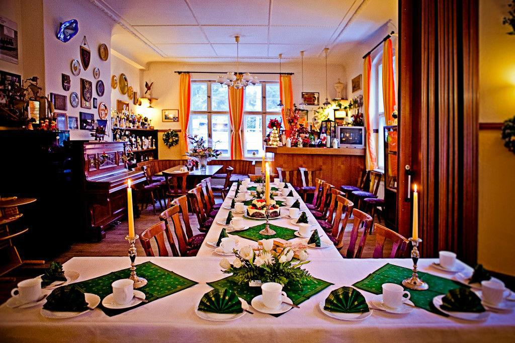 Beispiel: Gastraum, Foto: Gasthaus Hahn's Mühle.