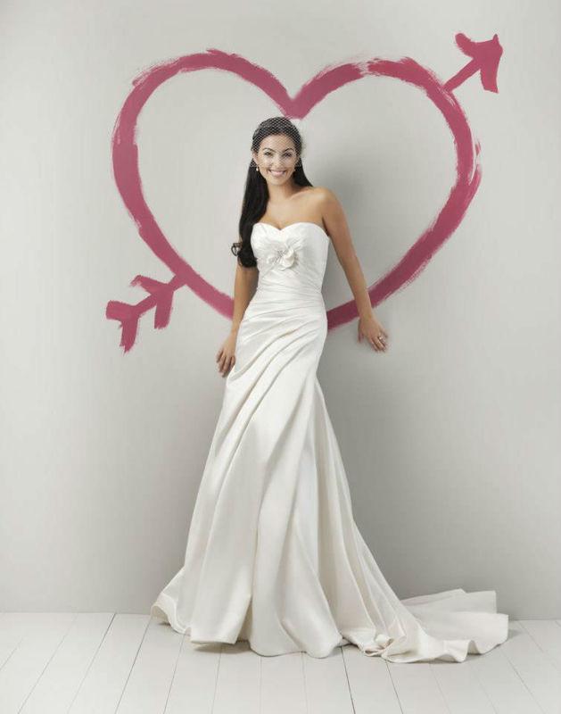 Beispiel: Brautmode die begeistert, Foto: La Diva Brautmoden.