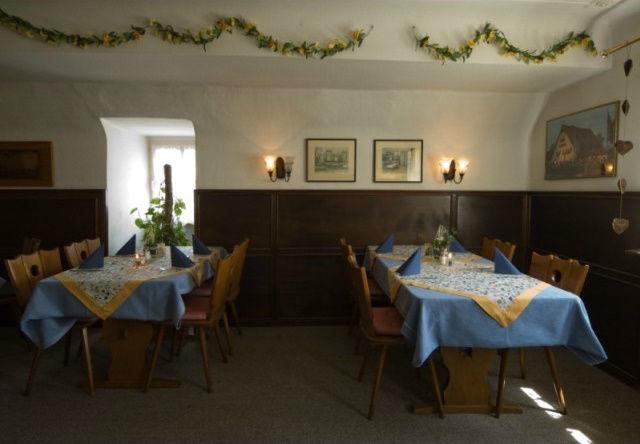 Beispiel: Nebenzimmer, Foto: Historisches Restaurant Lutzgarten.